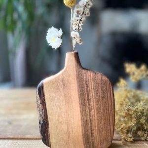 houten vaas in notelaar